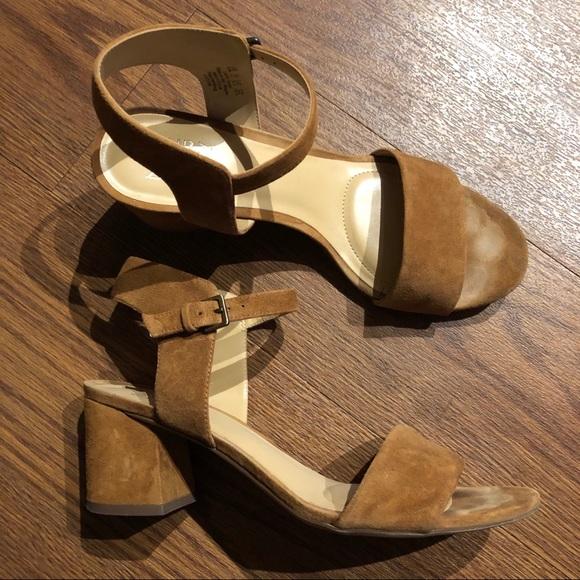 fcc819e6507 Naturalizer block heel sandals (Size  8.5). M 5c2eae7ba5d7c6e03d37fe8c